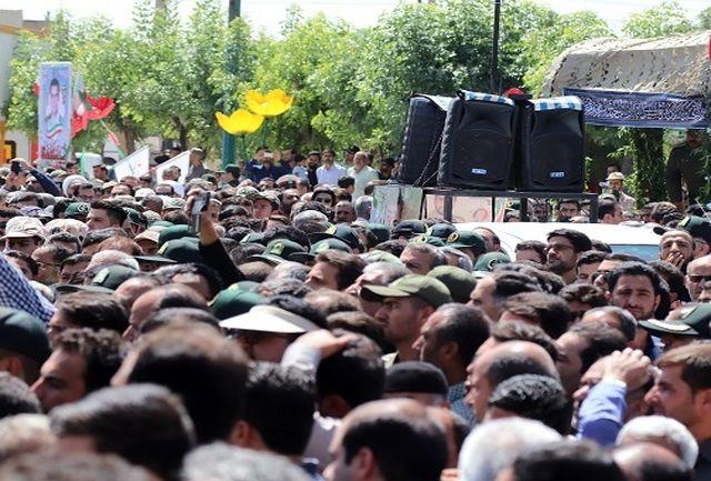 پیکر مطهر شهید مدافع وطن در اراک تشییع شد