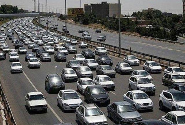 آزادراه قزوین-کرج-تهران همچنان پر ترافیک
