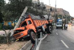 تصادف سهمگین دو کامیون در بزرگراه یاسینی تهران