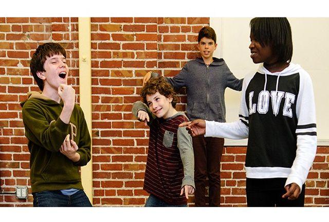 ضعیف بودن جامعه در کنترل هیجانات و بیان احساسات صحیح/ پیشنهاد تشکیل کارگروه های تئاتر درمانی در مدارس
