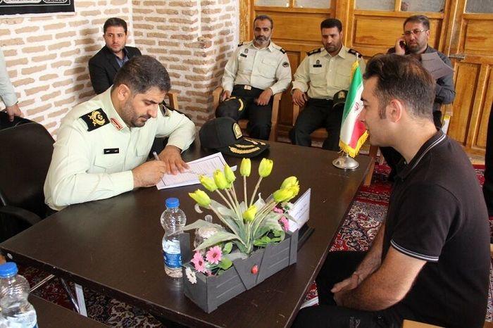 میز خدمت نیروی انتظامی در نماز جمعه قزوین دایر شد