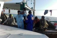 نجات 9 صیاد در آبهای دریای عمان