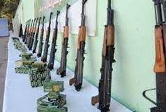کشف 12 قبضه کلاشینکف در اهواز/دستگیری 2 عضو باند قاچاق سلاح