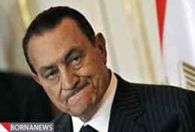 عکس/مبارک روی تخت در دادگاه حاضر شد