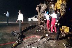 برخورد دو کامیون منجر به فوت 2 نفر شد