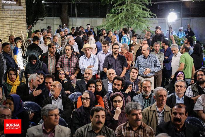 """هنرمندان در اعتراض به فجایع """"منا"""" مقابل  خانه سینما آمدند + عکس"""