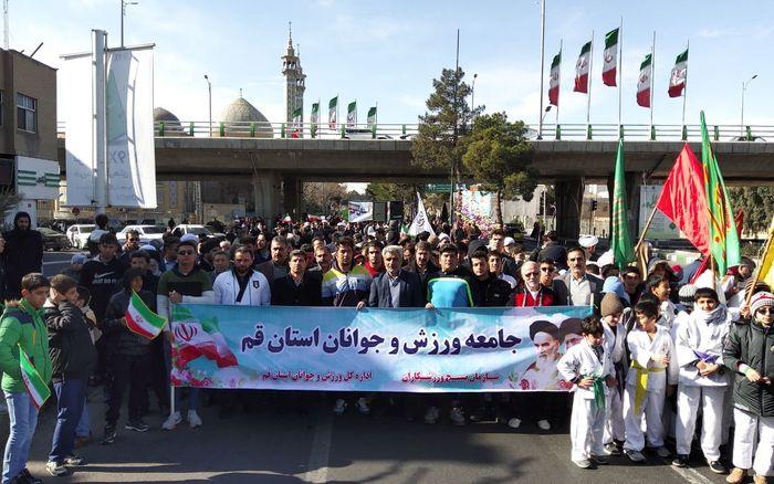 حضور ورزشکاران و جوانان در راهپیمایی یوم الله 22 بهمن قم