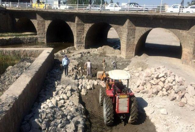 عملیات اصلاح مسیر شیب و مقطع در مهرانه رود وارد فاز دوم اجرایی شد