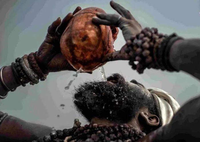 نوشیدن ادرار در جمجمه مردگان!+ عکس