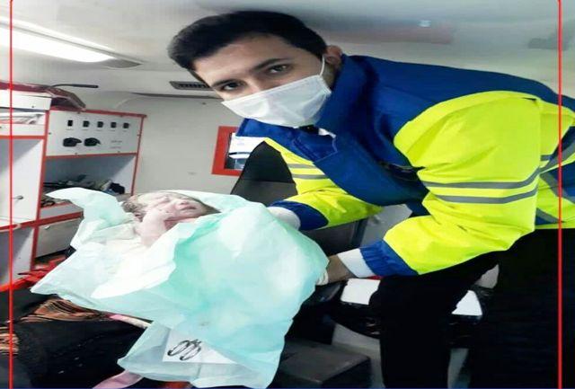 مادر باردار مراوه تپه ای نوزاد عجول خود را در آمبولانس به دنیا آورد