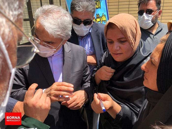 گوش شنوای نوبخت برای حل مشکلات مردم ،در حاشیه افتتاحیه های استان اصفهان 6 تیر 99