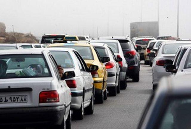 ترافیک سنگین در آزادراه کرج-تهران سنگین/ اعلام محورهای شریانی و غیرشریانی مسدود شده
