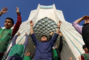 زنگ تحرک در میدان آزادی تهران