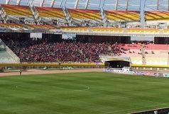 هجوم جمعیت به استادیوم نقش جهان