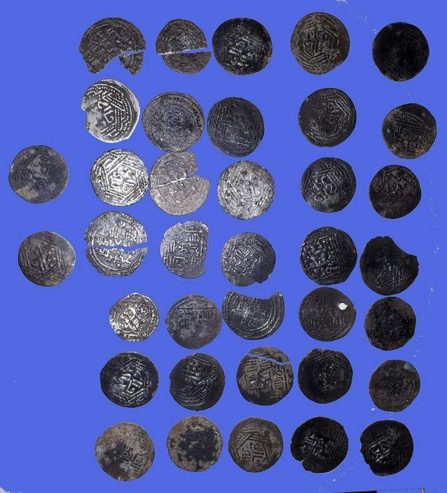 کشف ۳۷ قطعه سکه ایلخانی در ایلام
