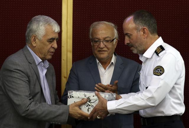 تقدیر مجمع خیرین شهرساز و فرهنگساز از پلیس راهور فارس