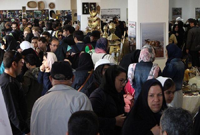عرضه صنایع دستی و آثار هنری بانوان سرپرست خانوار در نگارخانه عینالی
