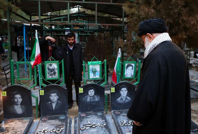 حضور رهبر انقلاب بر سر مزار شهدای آتش نشان و مدافع حرم