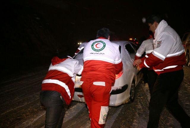 امداد رسانی به 200 مسافر در برف و کولاک