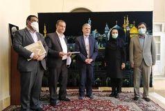 وزیر فرهنگ و ارشاد اسلامی از سید علی چیتی هنرمند نقاش یزدی تجلیل کرد