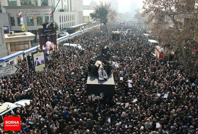 هاشمی رفسنجانی؛ تنها ایرانی خوشحال در مراسم بدرقه آیت الله