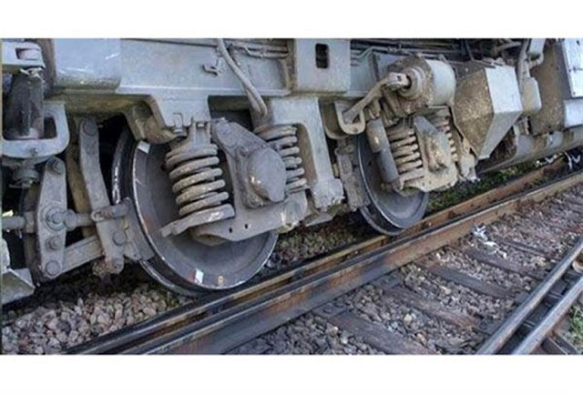 تصویر وحشتناک از خارج شدن قطار همدان به مشهد از ریل + عکس