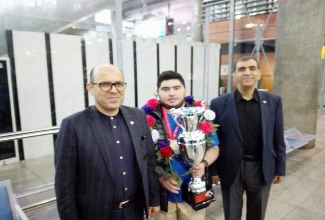 قهرمان شطرنج جهان وارد ایران شد