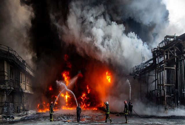 جلوگیری از فاجعهای عظیم در شهرک شکوهیه با رشادت عوامل آتشنشانی