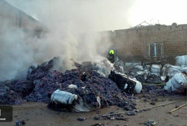 جزئیات آتش سوزی کارخانه الیاف/اعزام 11دستگاه آتش نشانی به محل حادثه