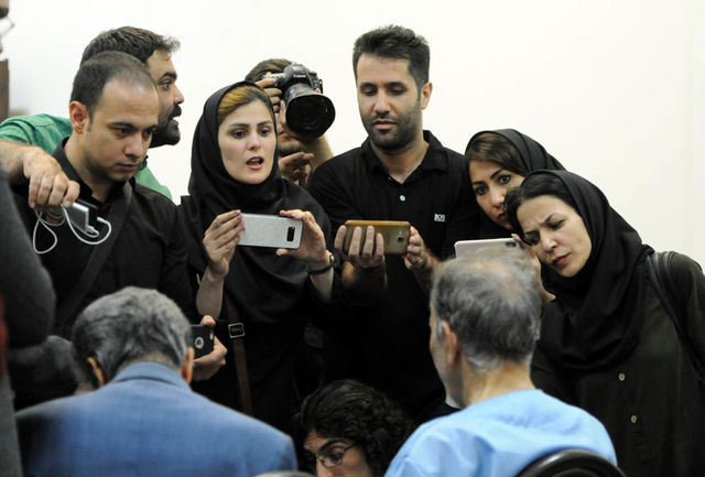 شلیک دو گلوله پایان زندگی همسر دوم شهردار اسبق/ ایرانی ها دیگر خارج نمی روند/ حناچی حساب بانکی اش را رو کرد/ قاتل امام جمعه را دستگیر کردند
